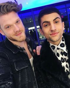 Why must superfruit aka Mitch Grassi and Scott Hoying did this to their fangirls  like why?  They are to FLAWLESS!