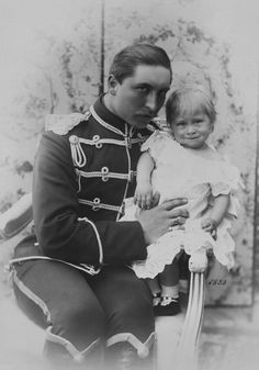 Edmond Risse 70 Strandtrasse, Norderny [Germany] - Prince William of Prussia with his son, Prince William, 1883 [in Portraits of Royal Children European History, Art History, Von Hohenzollern, German Royal Family, Otto Von Bismarck, Queen Victoria Family, Second Empire, Prince William, Vintage Photos