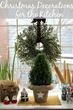 Christmas Decorations for the Kitchen | on HoosierHomemade.com #PFDecorates