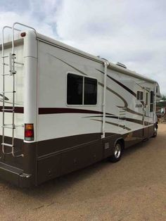 Recreational Vehicle Rv 2005 Monaco Esquire 31PBS Class C RV Model Original Owner Garage Kept No Sun Damage