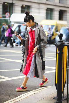 The+Best+Street+Style+At+London+Fashion+Week+SS18+#refinery29+http://www.refinery29.uk/2017/09/170850/street-style-london-fashion-week-ss18#slide-3