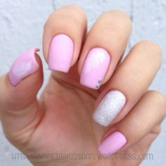 Matified light pink feather mani