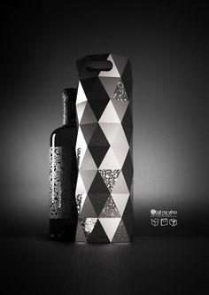 Love it in black and white #wine #packaging by AltheRea PD