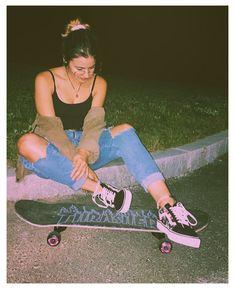 Look Skater, Skater Girl Style, Skater Girl Looks, Skater Girl Outfits, Girls Summer Outfits, Black Vans Outfit, Vans Old Skool Outfit, Retro Outfits, Cute Outfits
