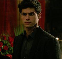 Alec in 2x08
