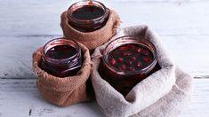Máme pro vás další skvělý recept na domácí ovocnou marmeládu. Tentokrát z třešní a rybízu. Suroviny pro tuto super marmeládu seženete převážně na zahradě, jen pro cukr si musíte skočit do obchodu. Pokud máte raději trochu méně sladkou marmeládu, odvažte si cukru o něco méně. Je to na ...