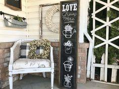 Love Grows Here Chalkboard Porch Sign Summer Porch Decor, Porch Decorating, Summer Decorating, Decorating Ideas, Porch Signs, Cute Love, Ladder Decor, Flower Arrangements, Chalkboard