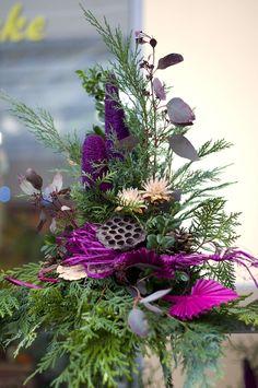 Grabgestaltungsideen Inexpensive Flower Arrangements, Floral Arrangements, Grave Flowers, Funeral Flowers, Arm Workout With Bands, Cemetery Decorations, Diy Pumpkin, Pumpkin Decorating, Beautiful Lights