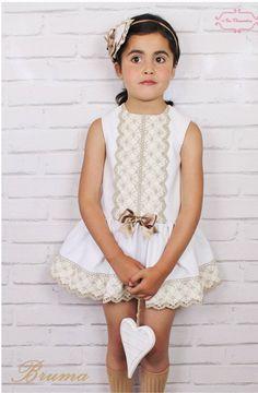 TOPOS Y RAYAS Cute Little Girl Dresses, Dresses Kids Girl, Little Girl Outfits, Cute Little Girls, Kids Outfits, Flower Girl Dresses, Spanish Baby Clothes, Kids Frocks, Baby Dress