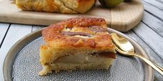 Spongy and delicious pear cake that tastes terrific with marzipan in the dough Pear Cake, Marzipan, French Toast, Bakery, Curry, Sweets, Fruit, Breakfast, Desserts