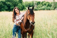 Horse pictures with Crystal and her cute boy Cruizer! I have been so lucky this summer to take so many pictures of horses and their people! Cowgirl Senior Pictures, Horse Senior Pictures, Summer Senior Pictures, Pictures With Horses, Country Senior Pictures, Horse Photos, Senior Year, Senior Photos, Horse Girl Photography
