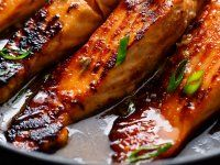 Crispy Honey Orange Glazed Salmon fillets are pan-fried in the most beautiful honey-orange-garlic sauce, with a splash of soy for added flavour! Healthy Chicken Recipes, Seafood Recipes, Dinner Recipes, Seafood Dishes, Fish Recipes, Pan Seared Salmon, Baked Salmon, Salmon Packets, Salmon In Foil Recipes