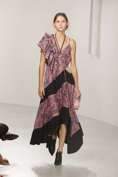 2ae1c23abd6 Check out every single runway look from the Loewe spring show inside. Wait  until you