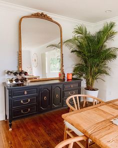 Fresh plants are a must to liven up any room! Dresser In Living Room, My Living Room, Home And Living, Dining Room Console, Dining Room Design, Home Decor Bedroom, Diy Home Decor, Victorian Bedroom Decor, Living Room Themes