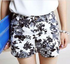 Ink Chrysanthemum Print Pockets Shorts - Sheinside.com