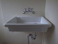 よく使う洗面台の流しはTOTOの c0197671_13211572.jpg  SK-7です。蛇口は、 ツーハンドル混合栓のハンドルやスピンドルを交換し、 c0197671_1318151.jpg  ついでに水ハネがしずらいようにスパウトを泡沫付に交換。 ん・・原型がわからない(笑)。