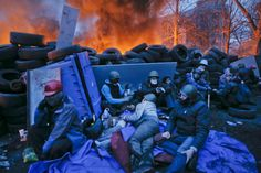 Chaotic scenes are witnessed in Kiev's Independence Square as anti-government protesters and riot police continue to battle for control of the Ukrainian capital.