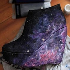 Unique nebula galaxy shoes, wedges heels handpainted by Kustom Kix - the universe at your feet! Cute Shoes, Me Too Shoes, Awesome Shoes, Amazing Heels, Pretty Shoes, Diy Galaxy Shoes, Galaxy Outfit, Do It Yourself Fashion, Diy Fashion