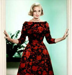 NORTH BY NORTHWEST ~ Eva Marie Saint. Edith Head was unable to leave Paramount for this assignment so Eva Marie Saint was taken to the Bergdorf Goodman department store in New York to select a range of costumes from their collection. [By prev. Hollywood Fashion, Hollywood Glamour, Costume Hollywood, Glamour Hollywoodien, Old Hollywood Style, 1950s Fashion, Vintage Fashion, Classic Hollywood, North By Northwest