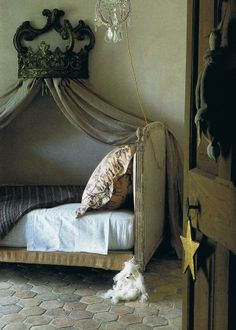 French antique shabby chic child's room with stars - Saint Tropez home of French interior designer Jacqueline Morabito featured in the December 2003 Maison Cote Sud. French Country Bedrooms, French Country Farmhouse, Farmhouse Bed, French Cottage, Cottage Style, Girls Bedroom, Bedroom Decor, Bedroom Ideas, Bedroom Table