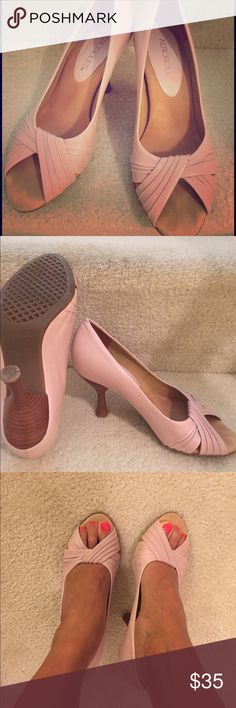 Aerosoles shoes Aerosoles light pink heels..Very comfortable! In good condition. AEROSOLES Shoes Heels