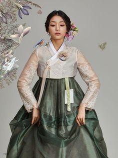 Traditional Korean Hanbok Source by korean Korean Fashion Summer, Korean Fashion Trends, Korean Street Fashion, Asian Fashion, Korean Traditional Clothes, Traditional Fashion, Traditional Dresses, Korean Dress, Korean Outfits