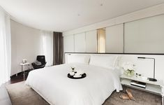 ME Hotel by Foster + Partners, London hotel hotels and restaurants