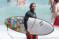 NON EXCLUSIVE:<br /> <br /> Simon Baker Surfing at Bondi Beach, Sydney, NSW, Australia.
