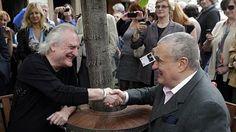Bořek Šípek a Karel Schwarzenberg odhalili 1. května 2014 v Praze Lavičku Václava Havla. From 1 May 2014 has Václav Havel in Prague bench, on the Maltese Square. The author is Borek Sipek - http://cs.wikipedia.org/wiki/Bo%C5%99ek_%C5%A0%C3%ADpek