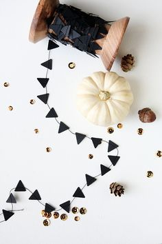 tiny black garland, simple statement for fall