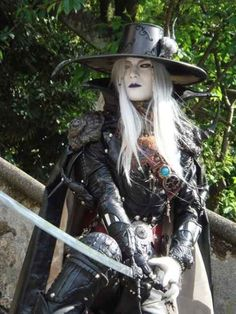 D of Vampire Hunter is not looking to make friends at Comic Con, the detail is incredible | 20 Cosplays So Awesome It Makes You Wonder Why You Try