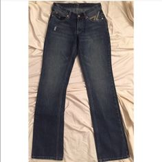 7 for All Mankind Flynt size 24 The Flynt is a slim bootcut that sits low on the waist, is slim through the thigh and nips in at the knee before finishing in a bootcut opening. Signature Flynt zigzag embroidery on back pockets and enameled hardware. 32 inch inseam. 7 for all Mankind Jeans Boot Cut