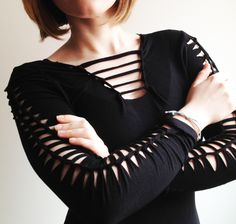 tutorial with video to refashion long-sleeved tee with cut-outs; page in Spanish or English