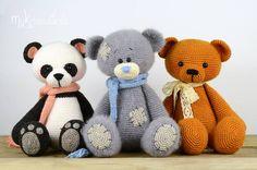 Hoje vou mostrar para vocês algumas ideias de Amigurumis que são estes bichinhos fofos feitos em crochê.Eles deixam sua decoração ainda mais encantadora. Este trab...
