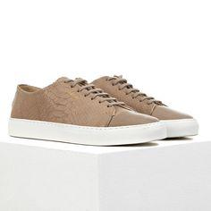 AXEL ARIGATO - Designer Sneakers, Chukkas, Slippers, Loafers Designer Sneakers, Chukkas, Slippers, Loafers Home