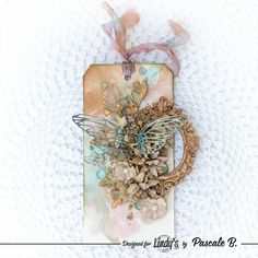 Scrap Made in Touraine: August's tag - Lindy's Gang DT Hibiscus Rose, August Colors, Scrapbooking, Tag Art, Mixed Media Art, Color Combos, Paper Art, Craft Supplies, Stamp
