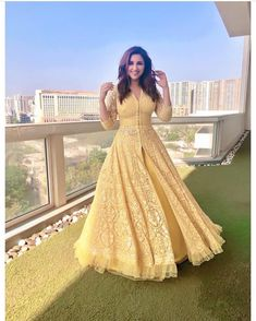 Beautiful and vivacious Parineeti Chopra! Indian Wedding Outfits, Bridal Outfits, Indian Outfits, Bridal Dresses, Long Gown Dress, The Dress, Indian Designer Outfits, Designer Dresses, Moda Indiana