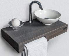 Toilet fontein hout met witte kom handdoek van aquanova for Waskom kraan hoog