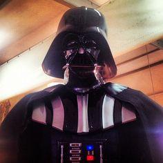 Darth Vader in attesa di lavorare in coppia con Topolino #luccacomics #luccamovie #lcg2012