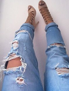 Ripped jeans and nude heels for Monday. #ripped #nude