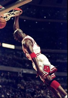 Michael Jordan Dunking, Mike Jordan, Michael Jordan Basketball, Michael B Jordan, Penny Hardaway, Basketball Posters, Sports Basketball, Basketball Shirts, Indiana Pacers