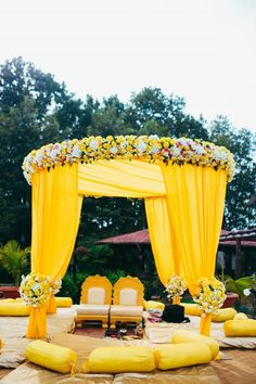 Let's jump to the list of off-beat Mehndi ceremony decoration ideas, that will lit up your decor in the best way, unique mehndi decor ideas Desi Wedding Decor, Wedding Hall Decorations, Marriage Decoration, Wedding Mandap, India Wedding, Sikh Wedding, Wedding Receptions, Wedding Table, Yellow Decorations