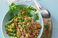 Quinoa Powersalat mit Tomaten und Avocado, ein raffiniertes Rezept aus der Kategorie Kochen. Bewertungen: 144. Durchschnitt: Ø 4,4.