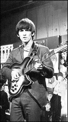The Beatles images George Harrison and is Rickenbacker 12 string wallpaper and background photos Blues Rock, Rickenbacker Guitar, Rock N Roll, Paperback Writer, Beatles Photos, Stevie Ray Vaughan, The Fab Four, Lonely Heart, Cultural