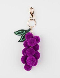 Key ring and bag charm clasp. Cool Keychains, Diy Keychain, Keychain Ideas, Pom Pom Crafts, Yarn Crafts, Craft Stick Crafts, Crafts To Make, Pom Pom Bag Charm, Simple Bags