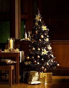 black  tree decoration ideas   ... its brilliant Christmas Tree collection to suit all styles and tastes