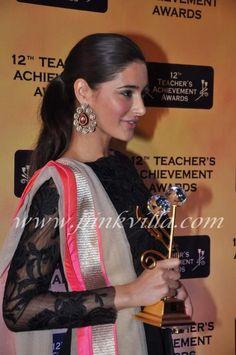 Nargis Fakhri at the Teachers Awards . Ethnic Fashion, Indian Fashion, Kurta Lehenga, Fashion Models, Fashion Beauty, Teacher Awards, Indian Party, Next Top Model, Bollywood Fashion
