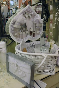Wedding Morning Gift Basket : This beautiful picnic basket is a unique gift that the bride and groom ...