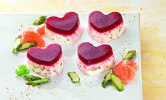 Herzen aus Spargel-Mousse sind die perfekte Vorspeise für Frühlingstage.
