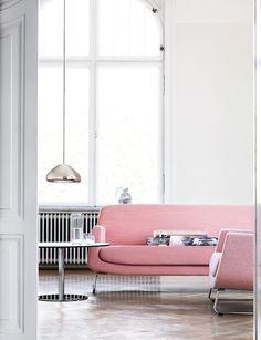 Minimal white/pink lounge